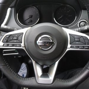 Steering-wheel chrome outline